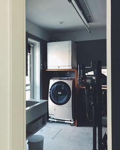 RihoさんはInstagramを利用しています:「・ ・ 昨日の🚪のむこう☺️ ・ 友達に、 ドア開けたとこみたいと言うてもらったので 生活感たっぷりのドア開けたとこです。笑 (ちょっと片付けた) ・ 片付け忘れているのか、 チビが勝手にボタン押したのかの #ほしひめさま ・ リモコンで動くこれ非常に便利♡…」 Laundry Powder, Laundry Room, Washroom, Stacked Washer Dryer, Home Appliances, House, Home Decor, Instagram, Style