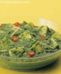 Palak or spinach is one of the favourite leafy vegetables in north Indian households. They use the versatile palak in a variety of preparations such as raita, gravy and even kofta! Paneer Recipes, Garlic Recipes, Indian Food Recipes, Ethnic Recipes, Punjabi Recipes, Cooking Recipes, Healthy Recipes, Veg Recipes, Cooking Videos
