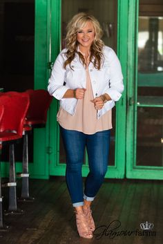 Best Clothing Styles For Women Over 50 - Fashion Trends Curvy Outfits, Mom Outfits, Cute Summer Outfits, Casual Outfits, Plus Size Fall Outfit, Plus Size Outfits, White Jacket Outfit, Cute Fashion, Fashion Outfits