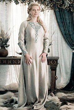 "Vikings History — Lagertha's costume in ""Promised"" Vikings Tv Series, Vikings Tv Show, Mob Dresses, Wedding Dresses, Celtic Dress, Viking Wedding, Viking Clothing, Katheryn Winnick, Viking Age"