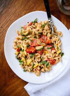 Super simple and fresh summer pasta recipe - http://cookieandkate.com
