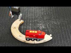 無限に周回する玩具の電車と、足りない線路を置き直すロボット・アームに人生を感じてみよう|ギズモード・ジャパン