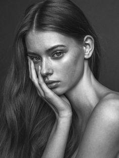 Fashion Photography Poses, Eye Photography, Editorial Photography, Amazing Photography, Photography Lighting, Indoor Photography, People Photography, Modelling Photography, Studio Portrait Photography
