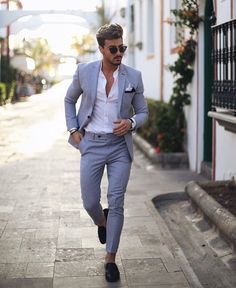 -costume gris clair – chemise blanche – pantalon sans ceinture fuselé – mocassi… -costume light gray – white shirt – pants without belt tapered – moccasins Blazer Outfits Men, Mens Fashion Blazer, Stylish Mens Outfits, Suit Fashion, Mens Office Fashion, White Shirt Outfits, Fashion Blogs, Fashion Menswear, Fashion Advice