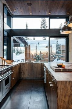The Mountain Modern House Mirrors Nature's Beauty in Montana,USA Küchen Design, Design Case, House Design, Design Ideas, Modern Design, Chalet Design, Design Layouts, Design Girl, Roof Design