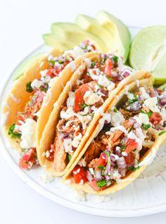 easy weeknight chicken tacos I howsweeteats.com