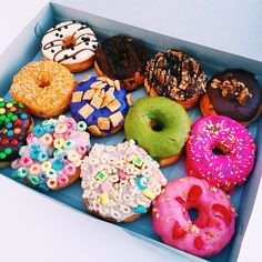These donuts are awesome. Go see the donuts in Lifeaseva music video. It is awesome Cute Food, I Love Food, Good Food, Yummy Food, Healthy Food, California Donuts, Mint Chocolate, Chocolate Color, Chocolate Cakes