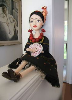 Frida Kahlo - Black-Yellow Hand made Art Dolls Paper Mache Fabric Dolls, Paper Dolls, Art Dolls, Diego Rivera, Frida And Diego, Tilda Toy, Frida Art, Marionette, Creation Couture