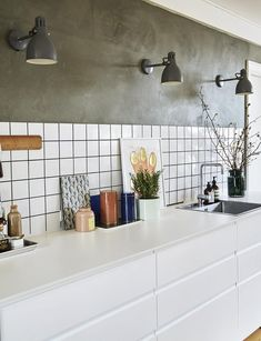 """We tore down the wall and made our dream kitchen on budget""- ""Vi rev væggen ned og lavede vores drømmekøkken på budget"" White kitchen with cupboard wall - Ikea Kitchen Design, Best Kitchen Designs, Kitchen Interior, Kitchen Decor, Design Bathroom, Kitchen Themes, Kitchen Ideas, Kitchen Layouts, Green Kitchen"