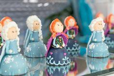 Docinhos com tema Frozen. Fotos: Ricardo Bozza