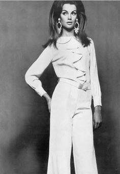 Jean Shrimpton, photo by David Bailey, Vogue UK July 1966 | flickr skorver1