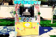 Such an adorable lemonade stand!