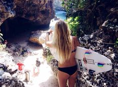 ASP Pro Surfer girl Lucy Callister - heading down the rocks for a surf session with KILLER rainbow fins! www.chicasurfadventures.com