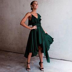 The asymmetric neckline flatters broadness 50s Dresses, Little Dresses, Spring Dresses, Pretty Dresses, Formal Dresses, Fashion Killa, Fashion Addict, Dress Skirt, Dress Up
