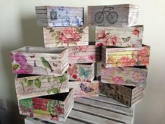 Multipurpose box painted and decorated vintage style by lasillazul Diy Decoupage Projects, Decoupage Furniture, Decoupage Art, Decoupage Vintage, Painted Trays, Painted Boxes, Housewarming Gift Baskets, Wooden Initials, Diy And Crafts