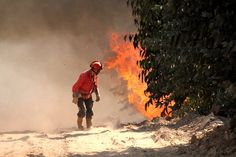 firefighter threatened by blaze