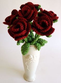 Bouquet-of-roses, found on : http://hachiyarns.wordpress.com/2012/07/12/crochet-roses-in-9-steps-free-crochet-pattern-with-step-by-step-pictures/