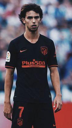 World Soccer News Best Football Players, Football Is Life, World Football, Soccer Players, Football Soccer, Benfica Logo, Lionel Messi Barcelona, At Madrid, Legends Football