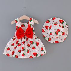 Red Baby Toddler Polka Dot Strawberry Bow Decor Dress And Hat Baby Girl First Birthday, 1st Birthday Outfits, Little Girl Dresses, Girls Dresses, Carters Baby Clothes, Babies Clothes, Strawberry Baby, Strawberry Shortcake Party, Outfit Online