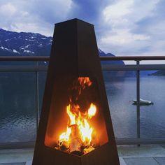 """Peiskos☀️ 20 grader kl.23:20 #luster #solstrand #sunnybeach #fjord #mountain #fire #peiskos #norway #summer"""