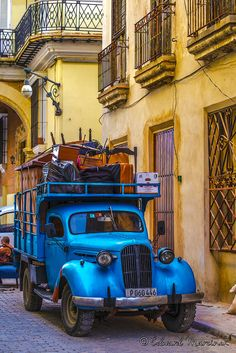 Havana Movers Inc. by Edward Marcinek - Photo (Cuba)