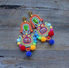 Diy Earrings Dangle, Beaded Tassel Earrings, Soutache Earrings, Textile Jewelry, Fabric Jewelry, Decorative Tape, Jewelry Making Tutorials, Fashion Earrings, Beads