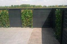 Bekijk de foto van lienepien610 met als titel Gebeitste schutting met natuurlijke elementen. en andere inspirerende plaatjes op Welke.nl.