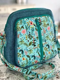 Glacier Crossbody bags pattern by Emmaline Bags for March 2019 Bag of the Month Club Emmaline Bags, Backpack Pattern, Bag Patterns To Sew, Day Bag, Favor Bags, Zipper Bags, Handmade Bags, Bag Storage, Bag Making