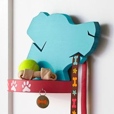 Create a dog-theme shelf and leash holder plus a paw-print wall hook (image in separate pin). #DogSupplies