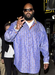 Sad, the Violence continues around this kat Suge Knight During Nightclub Shooting. Some how I don't find surprising this what's going in Babylon.  Hope 4 a speedy health recovery ♡