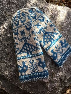Ravelry Ravelry: Hilkka pattern by Solveig Larsson - Knitted Mittens Pattern, Knit Mittens, Knitting Socks, Knitted Gloves, Hand Knitting, Knitting Designs, Knitting Patterns Free, Knitting Projects, Fingerless Mittens