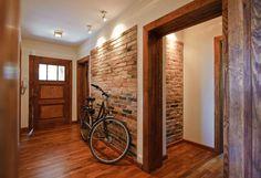 Pasillo, hall y escaleras de estilo translation missing: mx.style.pasillo-hall-y-escaleras.rustico por IMPAST