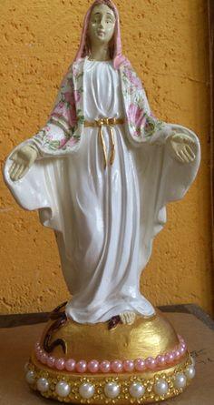 Imagem de Nossa Senhora das Graças em gesso decorada com decoupagem de guardanapo.