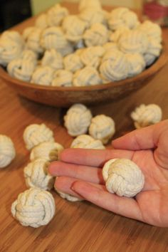 DIY Monkey Fist Knots tutorial for nautical wedding or home decor - Charleston Crafted