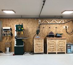 New Photos Werkstatt By Cosma Design - Heimwerker-Helden.de Tips Turning Woodworking From Activity to Company Woodworking is definitely an art/craft, depending on h Woodworking Crafts, Woodworking Shop, Woodworking Plans, Garden Tool Organization, Garage Organization, Atelier Creation, Diy Garage Storage, Shower Units, Diy Shed