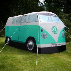 Da kommen Kindheitserinnerungen auf: VW-Bus als Camping-Zelt. www.Firebox.com