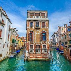 A beautiful Picture of Italy.  #Italy #Venice #beautiful #Beautifulpicture #water #River #instagood #instamood #Instadaily #Vacation #Travel #Travelgram #Tour #traveltriangle #Asia #Europe #India #Mumbai #Photooftheday #picoftheday #visititaly #Wonderlust #Trip #Dubai  Location: Venice Photo Credit: @kyrenian  Chosen by: @toinou1375 Via @italy.vacations