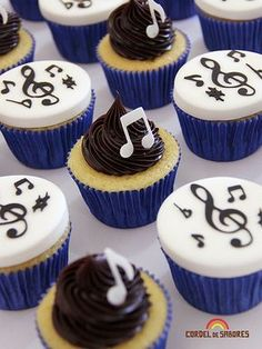 Creative Cake Decorating For A Kid's Birthday Creative Cake Decorating, Birthday Cake Decorating, Cake Decorating Tools, Creative Cakes, Music Themed Cakes, Music Cakes, Cupcake Original, Bolo Musical, Bolo Fack