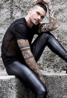 Men's Leather Jackets: How To Choose The One For You. A leather coat is a must for each guy's closet and is likewise an excellent method to express his individual design. Leather jackets never head out of styl Mens Leather Pants, Tight Leather Pants, Biker Leather, Leather Jackets, Latex Men, Leder Outfits, Super Skinny Jeans, Beautiful Men, Hot Guys