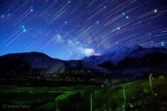 Milky way and comet-like star trails in Jomson, Nepal - This is unbelievable.