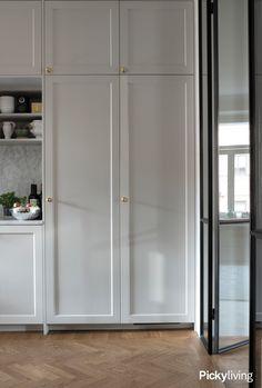 celebrating home decor Kitchen Cabinet Design, Kitchen Interior, Room Interior, Kitchen Decor, Closet Vanity, Wardrobe Storage, Interior Design Inspiration, Kitchen Inspiration, Dining Area