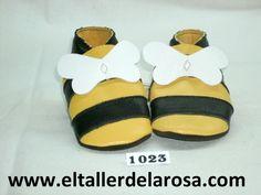 Patucos de bebé fabricados artesanalmente en auténtica piel de las mejores calidades. Modelo que nos recuerda a la abeja Maya. http://www.eltallerdelarosa.com/patucos-de-bebe/18-patucos-de-bebe-abeja.html