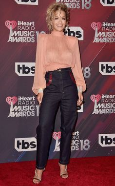 High Waisted Ways from Fashion Police The music star, Rita Ora, looks cool as she sports a pair of high waisted denim jeans with a peach turtleneck blouse during the iHeartRadio Music Awards in L. Rita Ora, High Waisted Denim Jeans, Oras, Looks Cool, Hottest Models, Pulls, Celebrity Style, Sexy Women, Moda Masculina