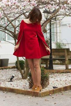 """Une superbe robe-cape, inspirée de la robe """"Hyeres"""" de Maje."""