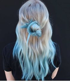 127 Neue Kühle Haarfarben Ausprobieren Im Jahr 2020 Had enough of your old hair color! What if you think about changing your hair color? Blue Tips Hair, Blonde And Blue Hair, Hair Dye Tips, Dye My Hair, Dyed Hair Blue, Light Blue Ombre Hair, Tip Dyed Hair, Ombre Hair Dye, Hair Color Tips