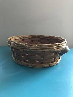 Pyrex trivet basket for 024 624 684 vintage wicker round basket Vintage Lamps, Vintage Pink, Vintage Items, Cork Trivet, Art Deco Table Lamps, Retro Campers, Round Basket, Vintage Fisher Price, Pink Art