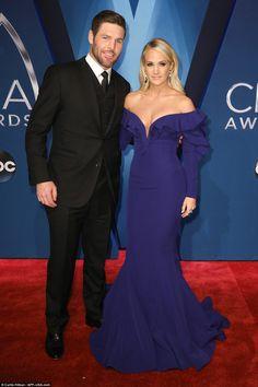 Miranda Lambert and Carrie Underwood at CMA Awards   Daily Mail Online