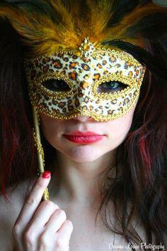 looks pretty • leopard print mask