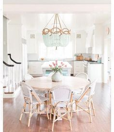 + 37 Round Dining Table Farmhouse Rustic Tips - onlyhomely Modern Farmhouse Kitchens, Farmhouse Style Kitchen, Dining Room Lighting, Round Dining Table, White Dining Room Table, Dining Room Design, Dining Nook, Decoration, Side Chairs