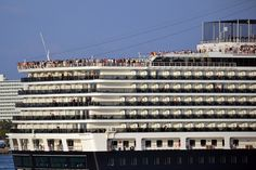 Cruise ship - Nieuw Amsterdam    Sail away from Fort Lauderdale     <3 Cruise ships